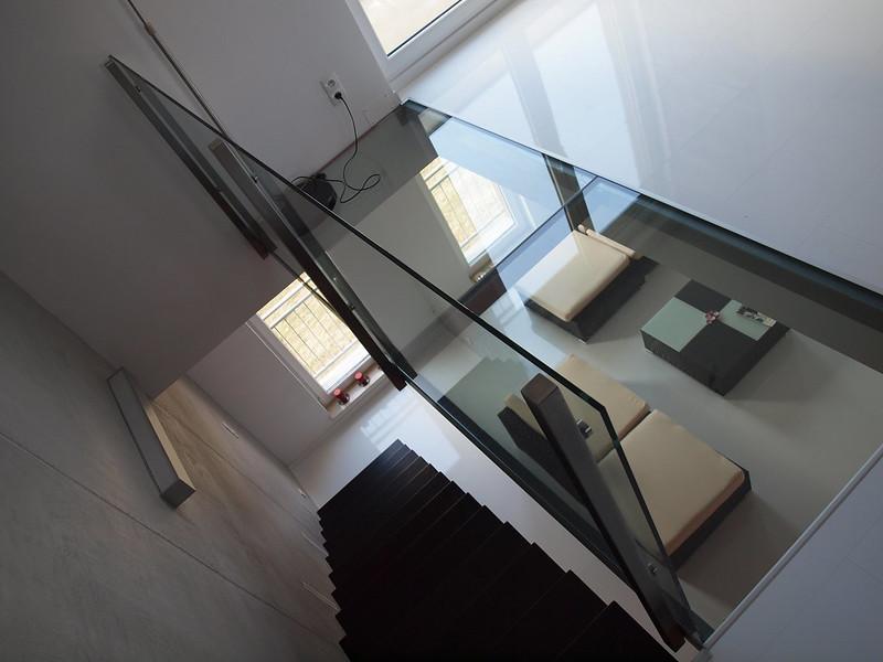 Podłoga szklana z balustradą
